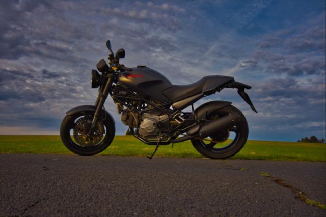 Ducati Monster 900 im Profil (Seitenansicht)
