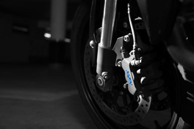 Honda CB 1000 R - Detailbild der Bremse in sw